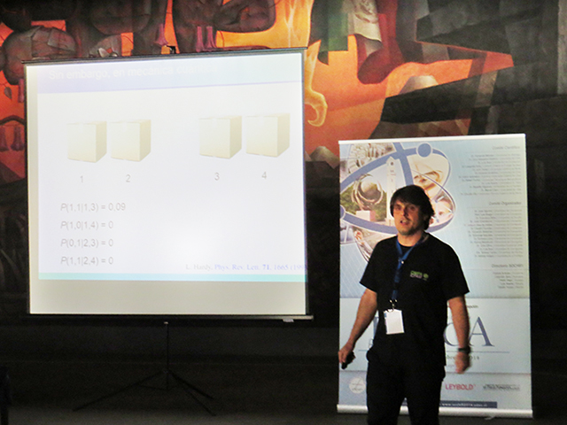 El Dr. Adán Cabello de la U. de Sevilla expuso en la jornada inaugural del Simposio.